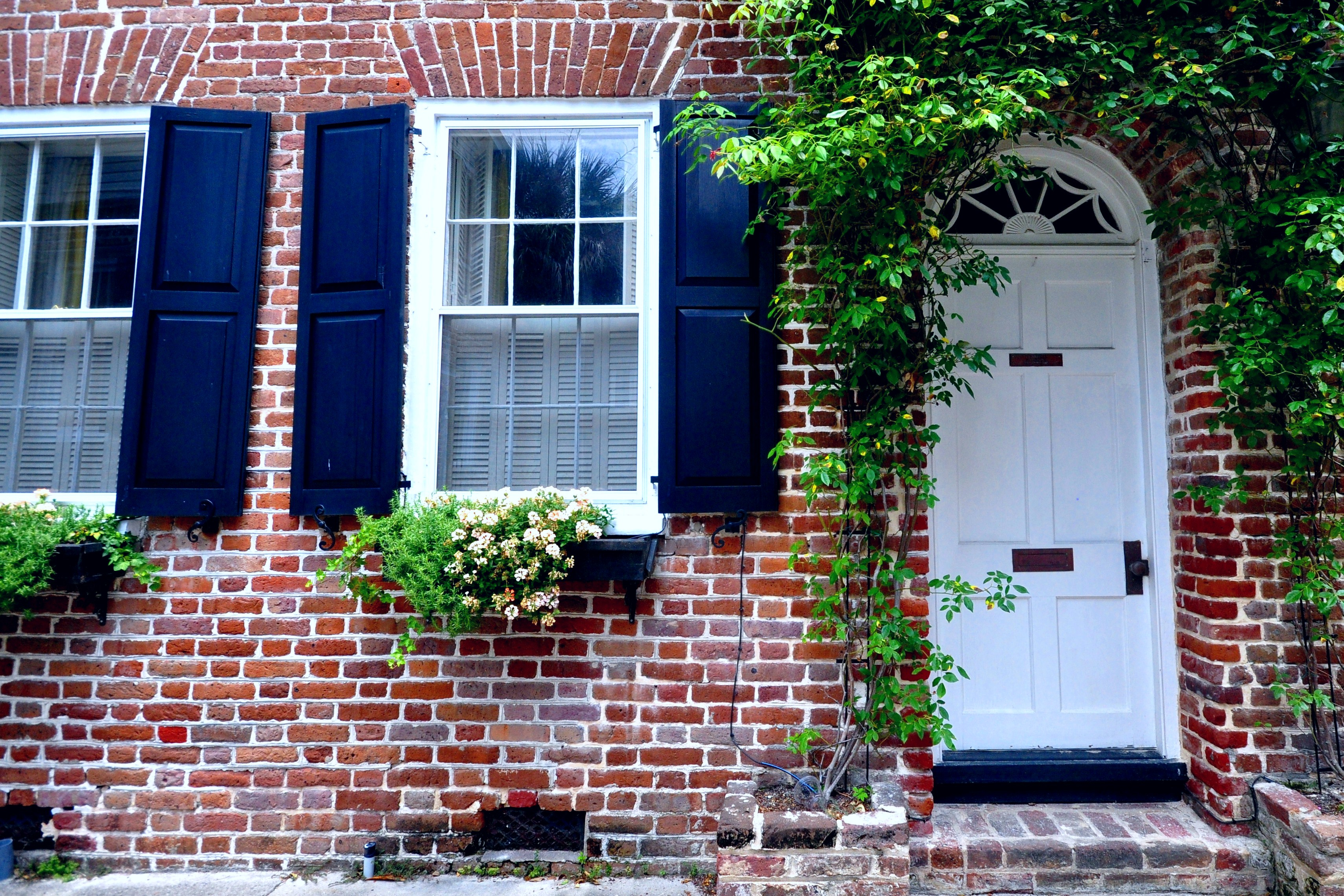 Doors the charleston porch for Brick houses without shutters
