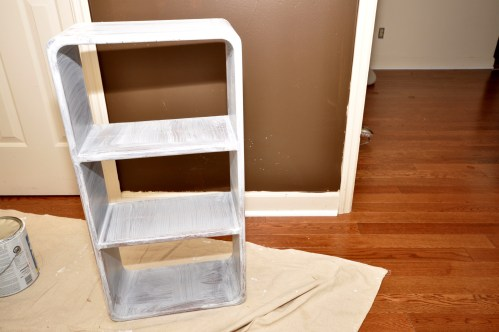 Priming bedside table