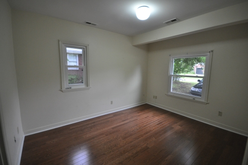 Laminate floors in bedroom